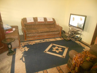 Typical host family in ghana volunteer abroad cosmic for Living room designs in ghana