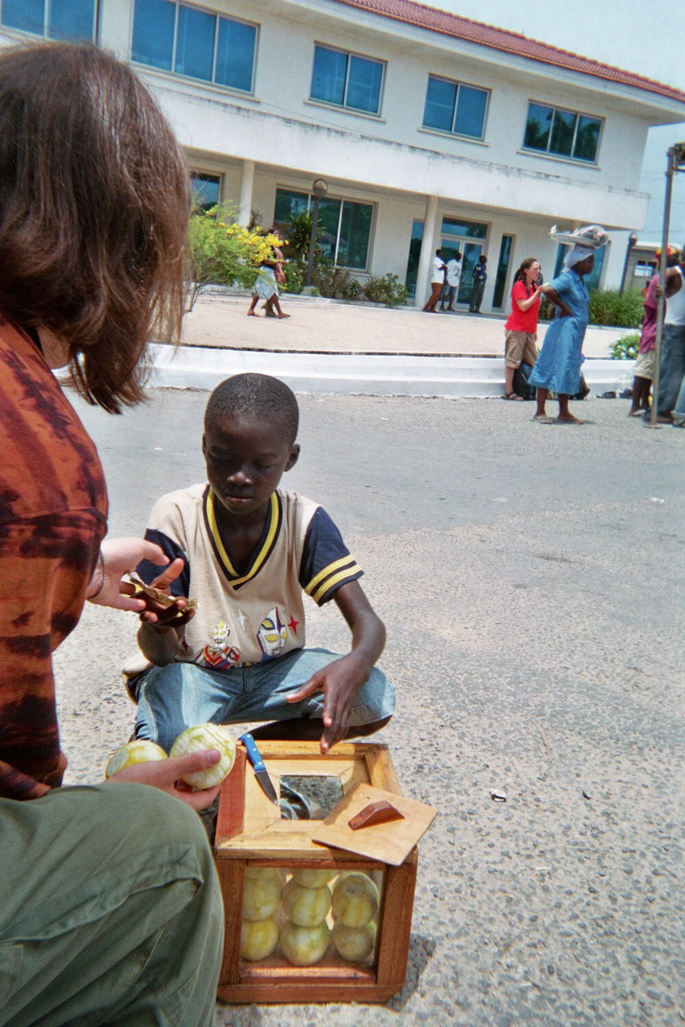 Lindsey Elliott Ghana Volunteer Selling