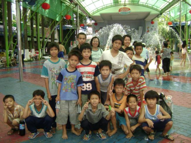 Vietnam Volunteering Excursion Group Photo