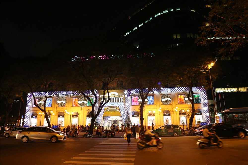 Vietnam Xmas Diamond Plaza
