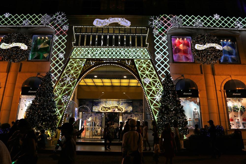 Vietnam Xmas Mall