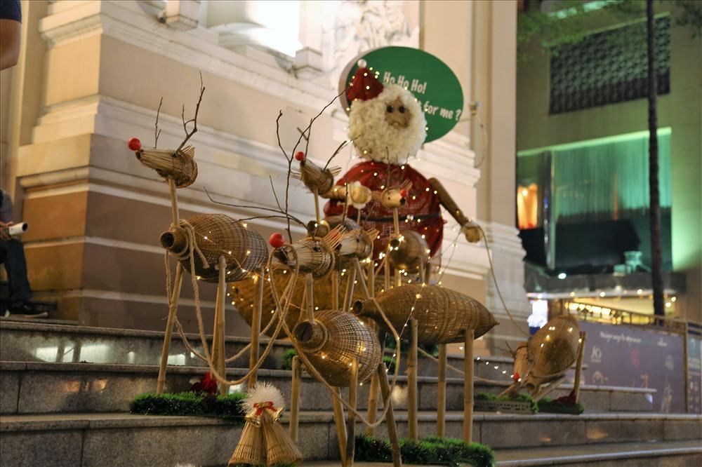 Vietnam Xmas Santa Reindeers