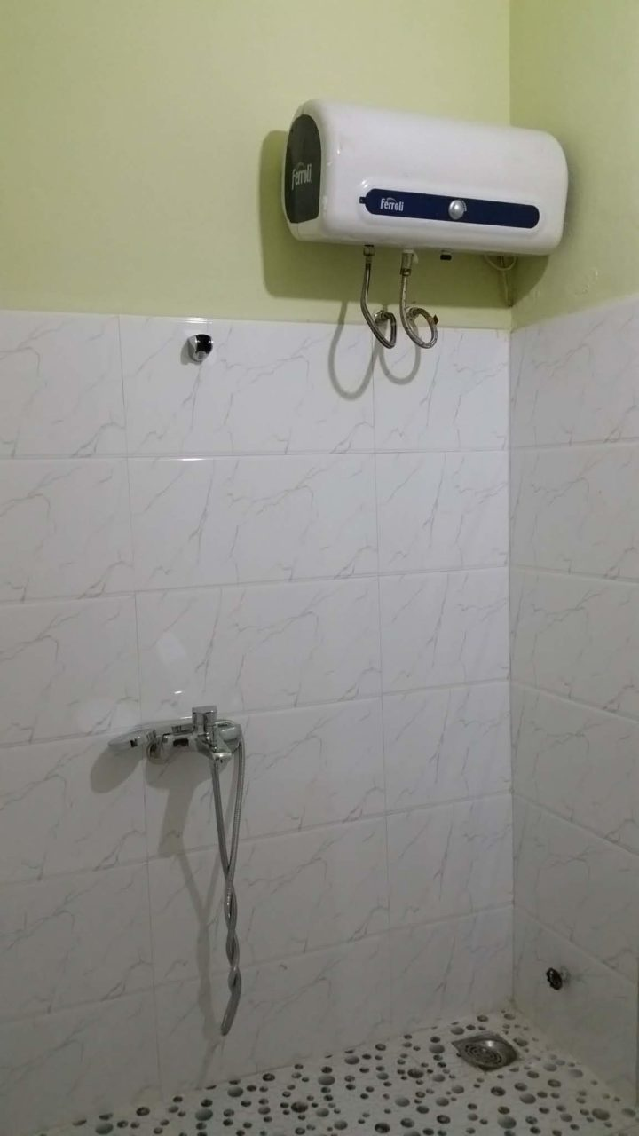 Volunteer House Da Nang Shower